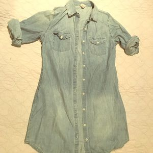 Adorable jean button dress with pockets!